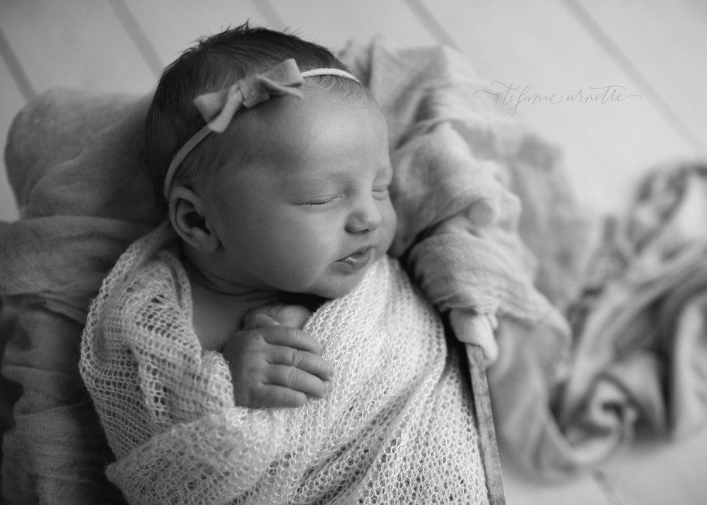 newborn-14bw.jpg
