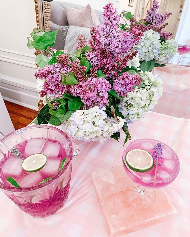 Signature Easter Lavender Gin & Tonic by @sugarandcharm. So easy to make!! Delish! 🌸