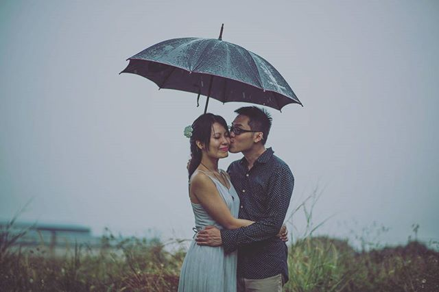Doesn't matter rain or shine, I will still love you. 👫Justina + Jonathan  #hayspixels #prewedding #rainingdays #preweddingphotography #wedding #savethedate