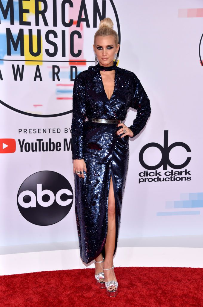 ashlee-simpson-attends-the-2018-american-music-awards-at-news-photo-1048368736-1539126276.jpg
