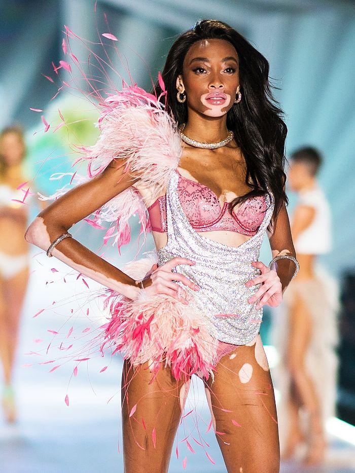 victorias-secret-fashion-show-2018-runway-looks-272256-1541785242837-promo.700x0c.jpg