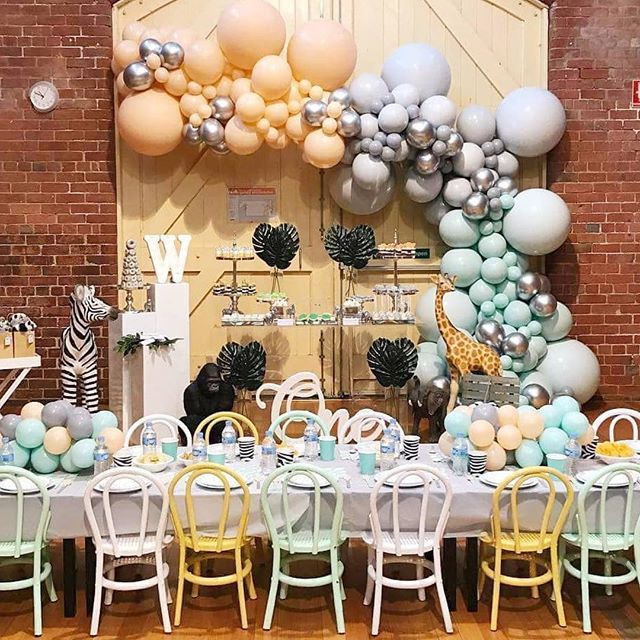 💕Wild for this first birthday by @styled_by_emilia featuring gorgoues custom colour garland by @boutiqueballoonsmelbourne talented team. #partyideas #balloongarland #partyinspo #birthdaybash2018 #partyplanner #balloonsurprise #balloonarch #wowfactor #planinstyle #wildaboutparties