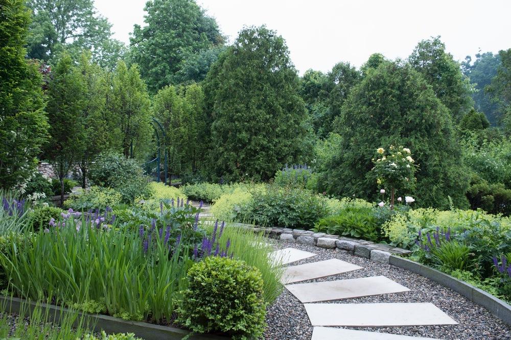 front hse plantings1118.jpg