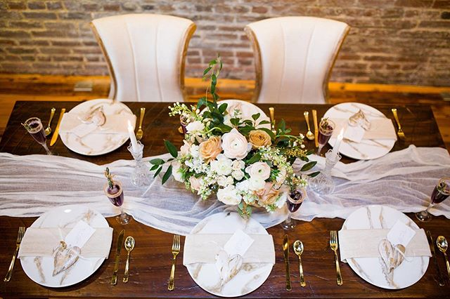 We love an elegant tablescape 😍