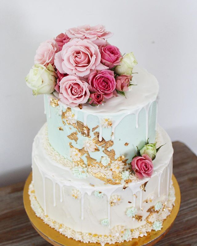 Something old, something new. ✨ . . . #weddingcakes #floralcake #satx #sanantonio #pastryart #igsanantonio #safoodie #safood #safoodpics #sanantoniotx #feedfeed #f52grams #fromscratch #roses #nothingisordinary #eater #buzzfeedfood #210 #mint #desserttable #cakedecorating #delish #cake #bakemehappy #geniuskitchen