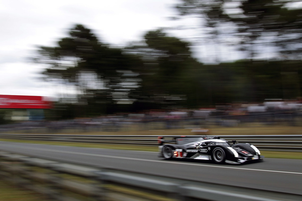 Can't seem to choose my favorite pic from Drew's LeMans galleries for my desktop. Think this'll do nicely for now.