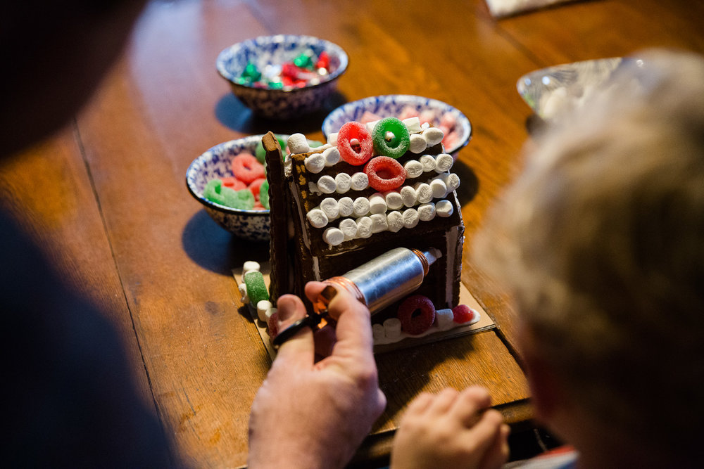 A Christmas gingerbread tradition, Maryland family photographer