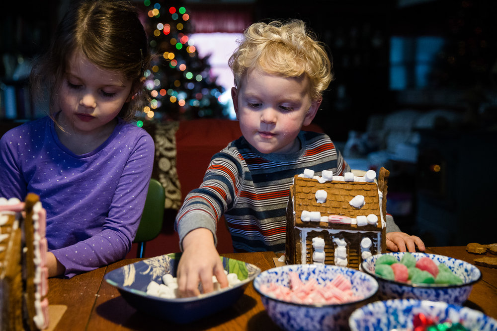 Maryland family documentary holiday traditions photography session