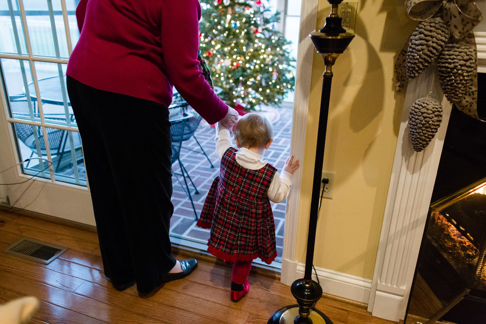 Photographing-a-familys-holiday-traditions-ss-15.jpg