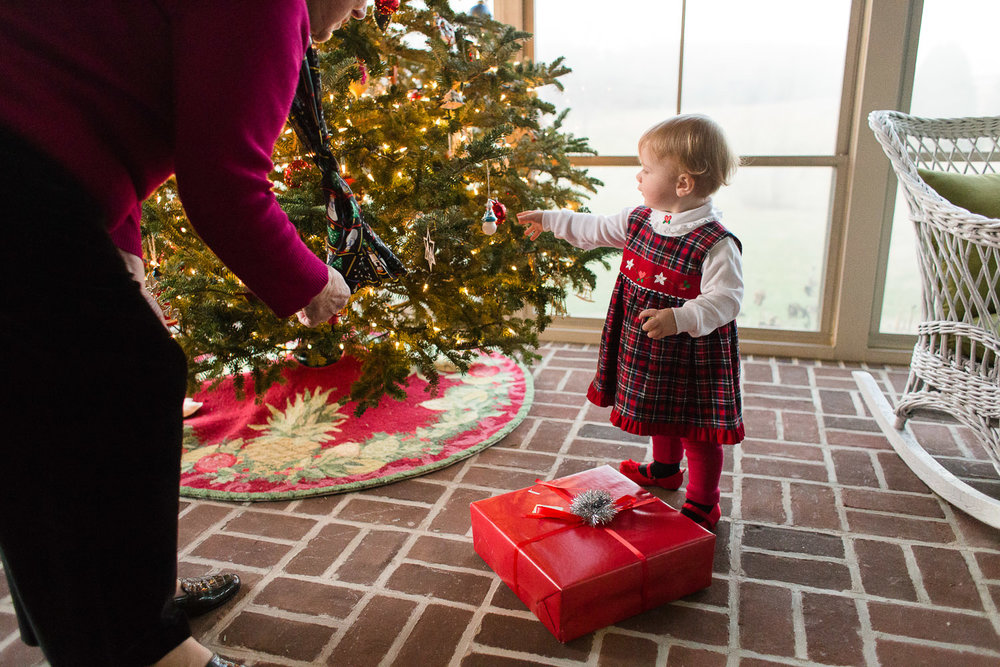 Photographing-a-familys-holiday-traditions-ss-16.jpg
