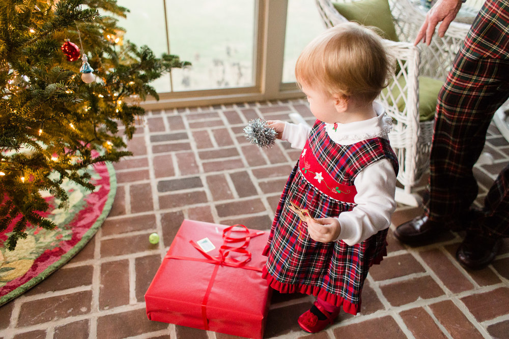 Photographing-a-familys-holiday-traditions-ss-18.jpg