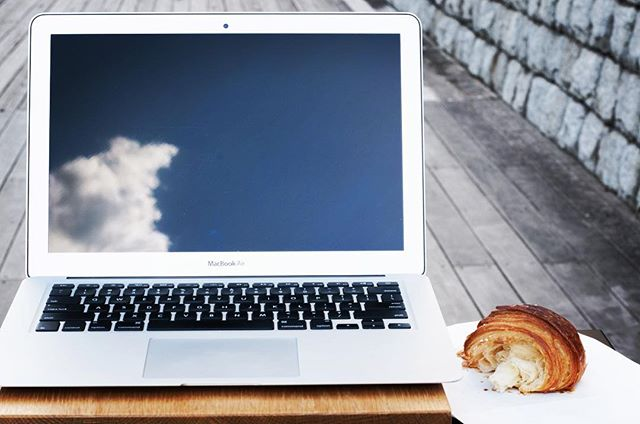 #work with #croissants :) #worklifebalance #standingdesk #anotherworkingway #mobilework #grobalwork #minimalsetups #workandrelax #mobileoffice #workstation #remoteoffice #officeoftheday #onthetable #workfromcafe #workfromanywhere #workanywhere #isetups #workspace #remoteoffice #digitalnomad #minimalsetups #myoffice #スタンディングデスク #コーヒーと仕事