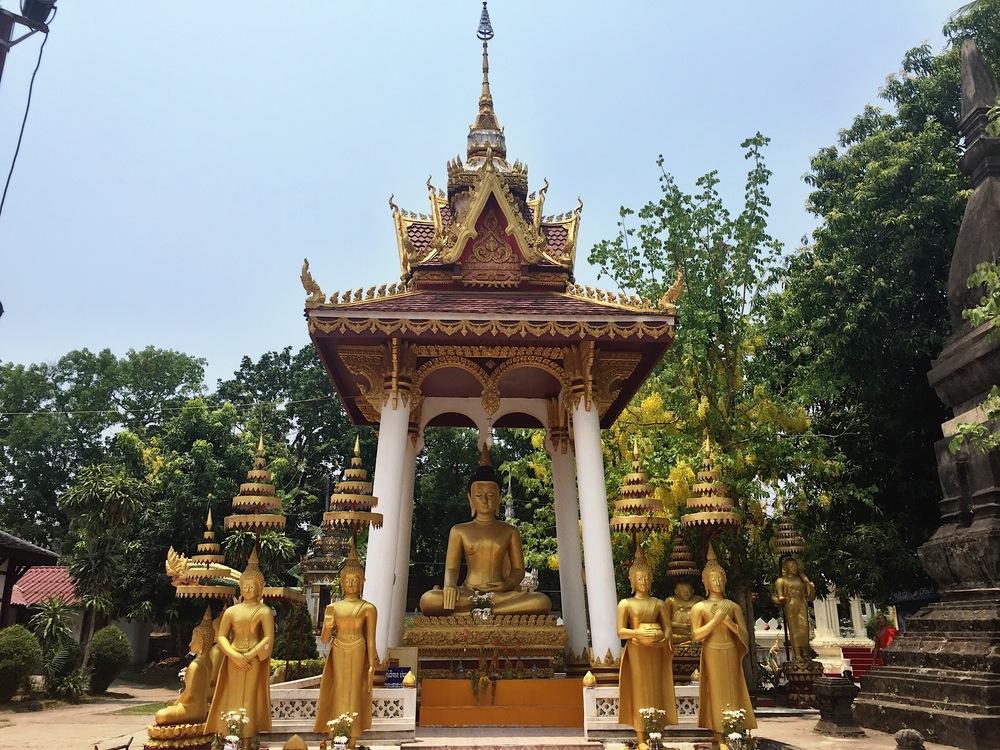 A scene inside the walls of Wat Sisaket