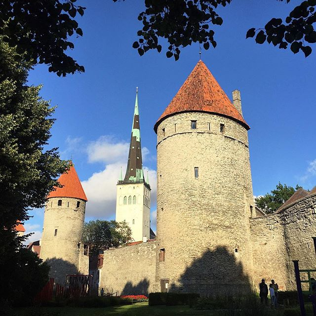 Estonia be all like 🏰