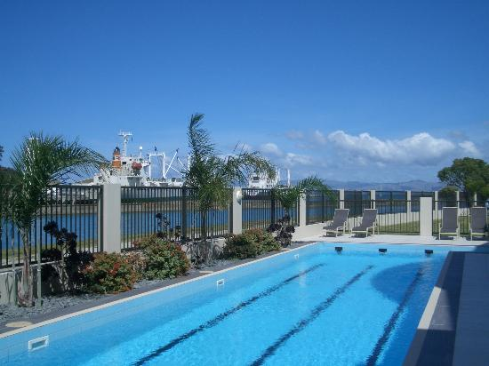 portside-apartments-pool.jpg