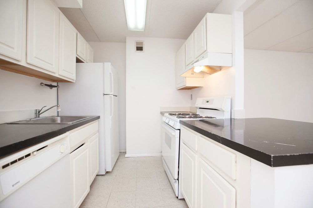 East_10th_Street_383_A4_Kitchen_.jpg
