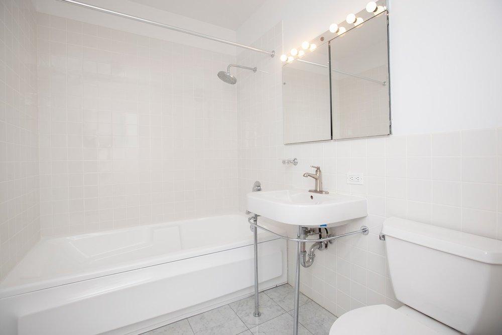 South_William_Street_15-17_3B_Bathroom_.jpg
