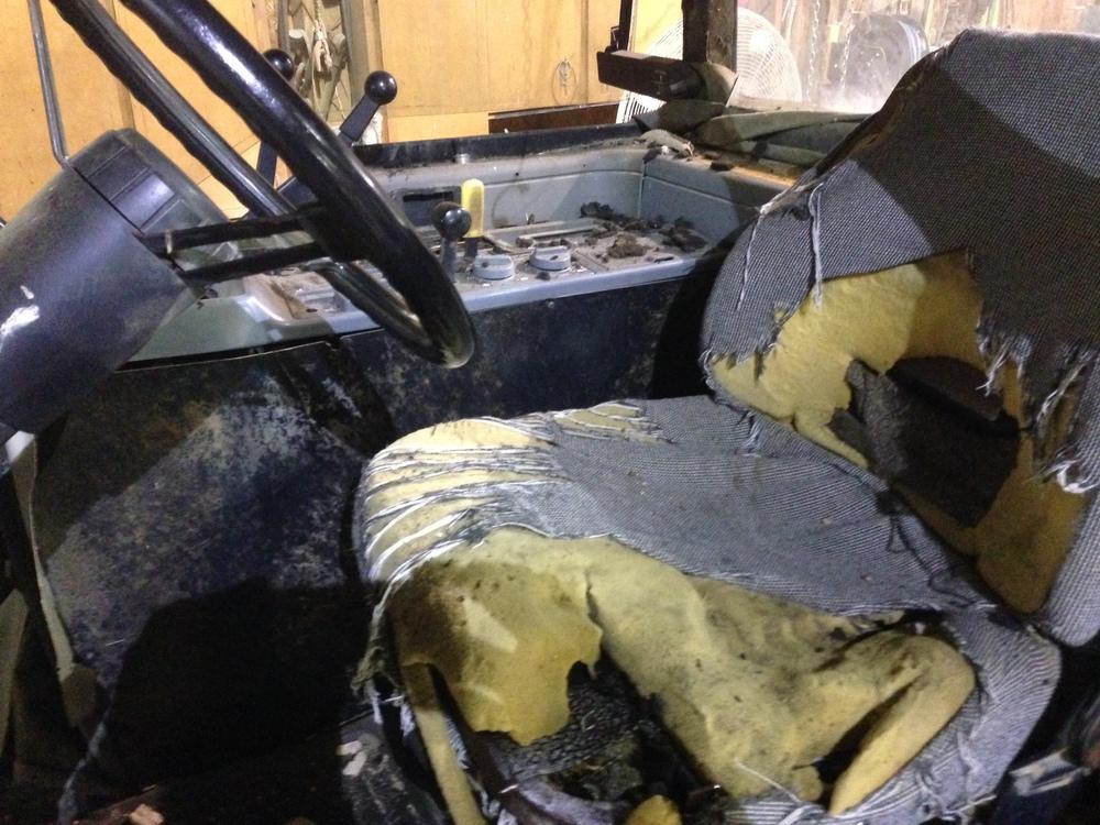 Case_International_Tractor_Cab_Seat_Interior_Restoration_01.jpg