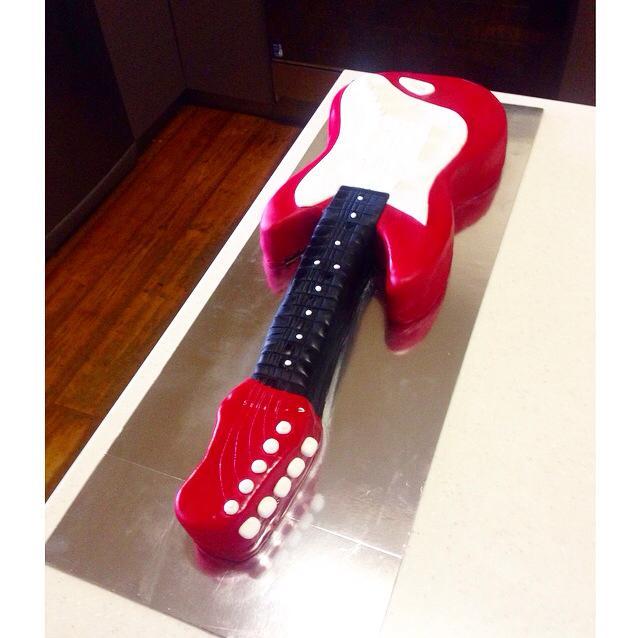 Fender Strat guitar cake  | Brisbane Custom Cake Decorator | Holly Eloise Cake Artist | Kids