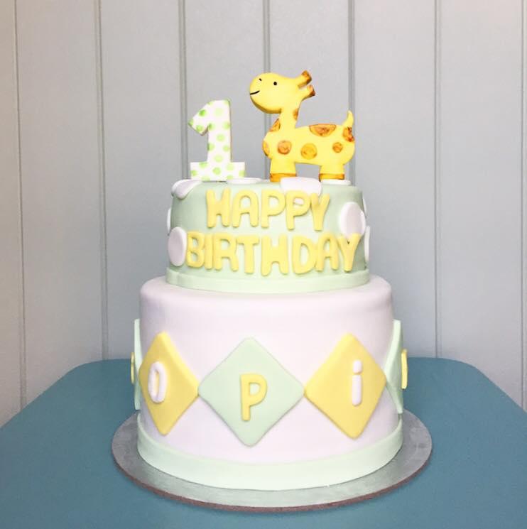 Fondant giraffe cake  | Brisbane Custom Cake Decorator | Holly Eloise Cake Artist | Kids