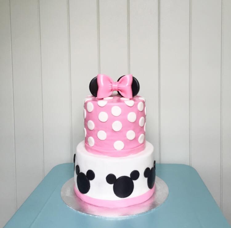 Minnie Mouse cake  | Brisbane Custom Cake Decorator | Holly Eloise Cake Artist | Kids