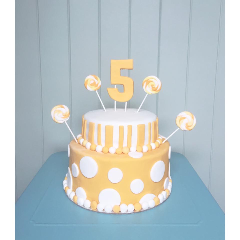 Brisbane Custom Cake Decorator | Holly Eloise Cake Artist | Kids lollipop cake
