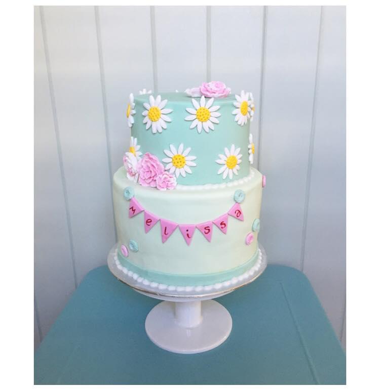 Brisbane Custom Cake Decorator | Holly Eloise Cake Artist | Kids daisy cake