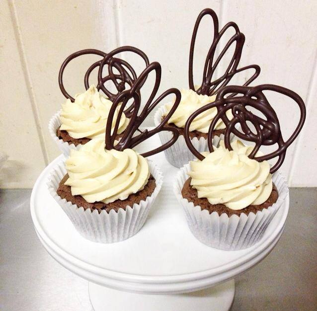 Brisbane Custom Cake Decorator | Holly Eloise Cake Artist | cupcakes