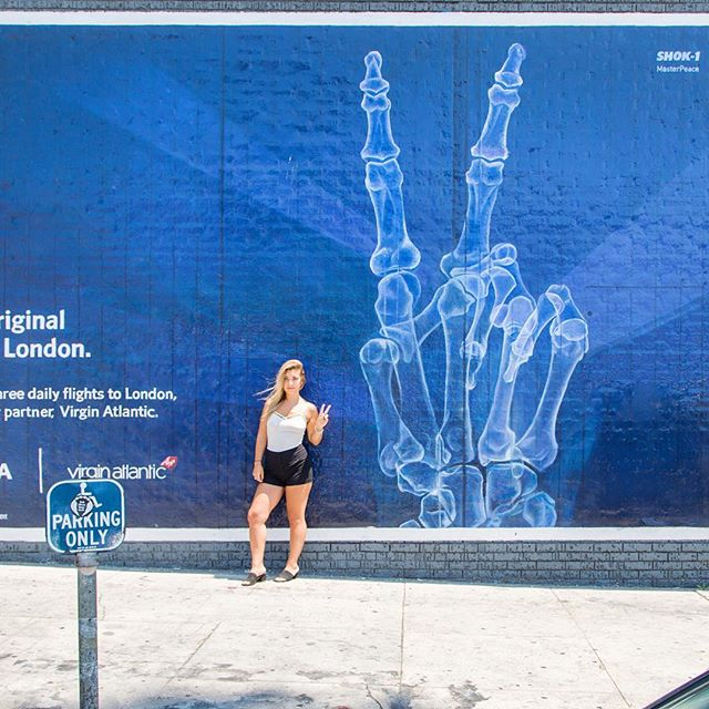 Also available for travel to London ✈️ | #standinginfrontofwallswithkayci #DeltaInstaTripsContest @delta