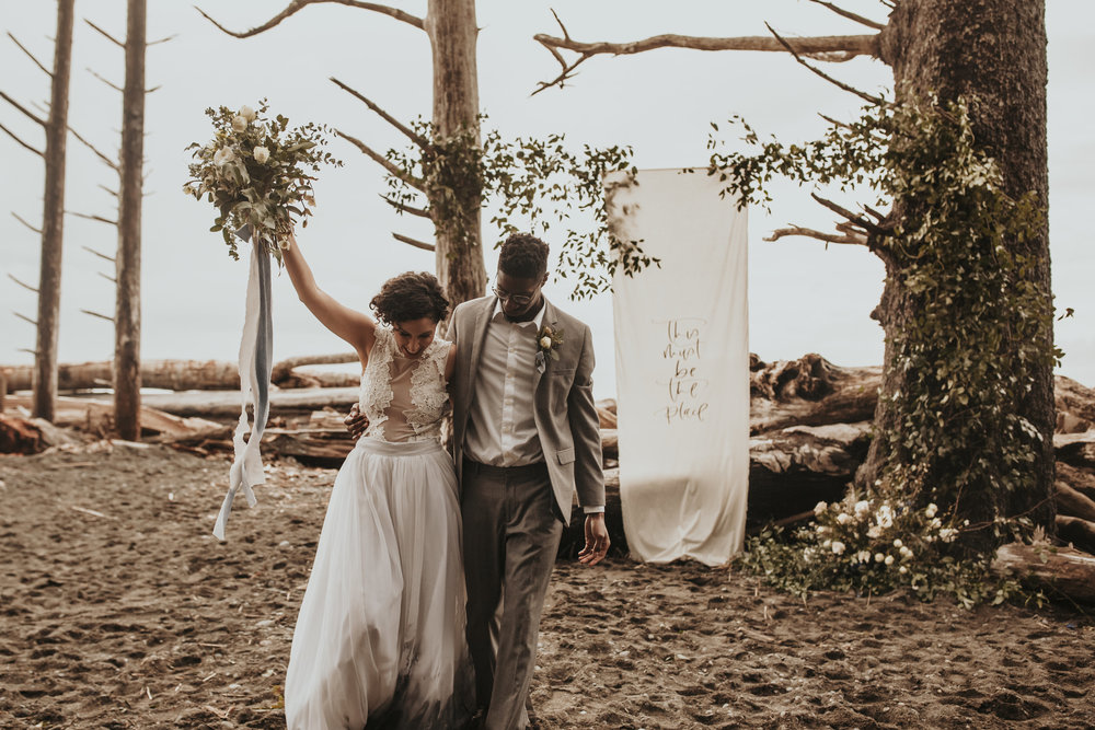hakeem + jasmine - this la push elopement inspiration along the washington coast couldn't be any cuter