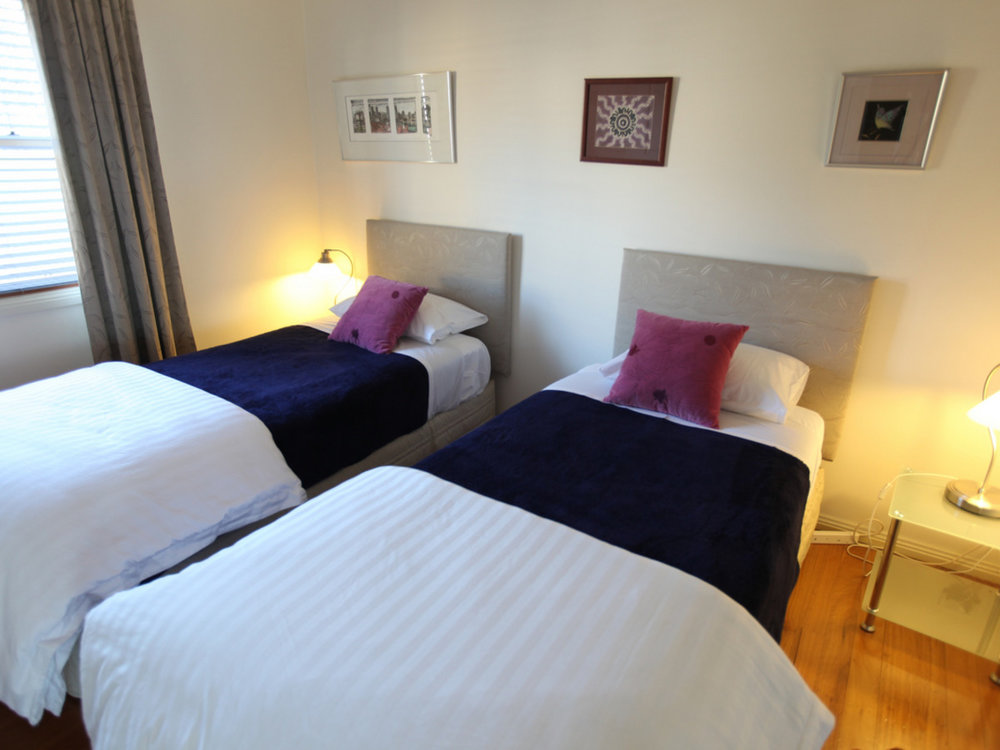 TheArtist-Cottage-Bedroom2.jpg