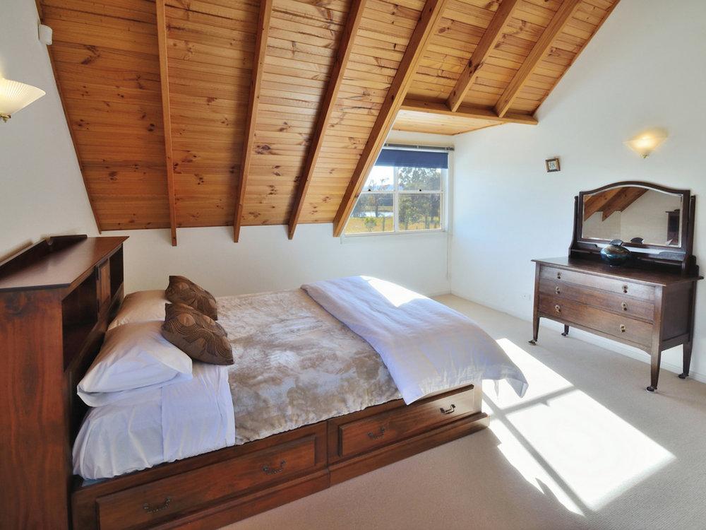 TheArtist-Cottage-Loft-bedroom.jpg