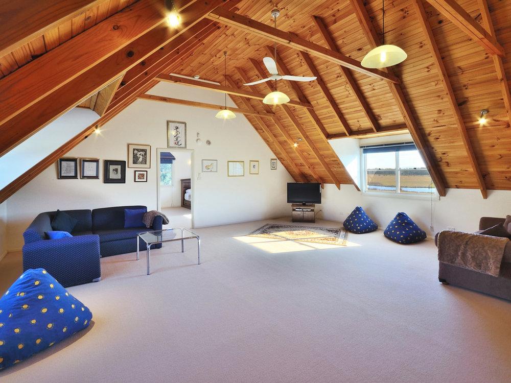 TheArtist-Cottage-Loft.jpg