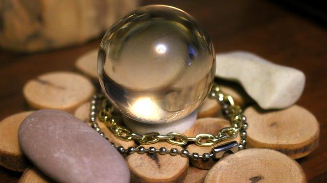 glass-ball-928785_640.jpg