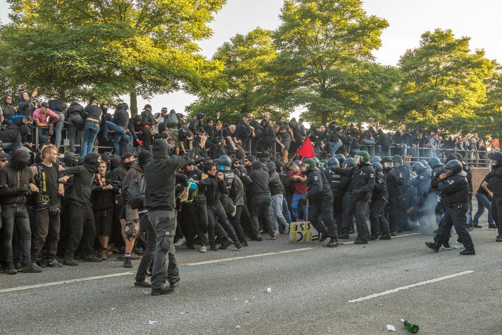 Welcome to Hell Polizei löst auf.jpg