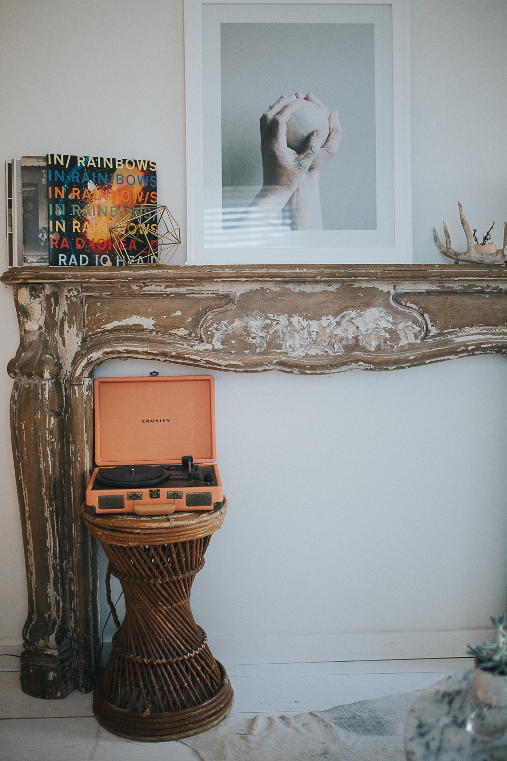 crosley-record-player-decor