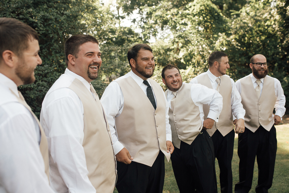 cassie-cook-photography-memphis-wedding-photographer-fountain-south-inn-groom-groomsmen