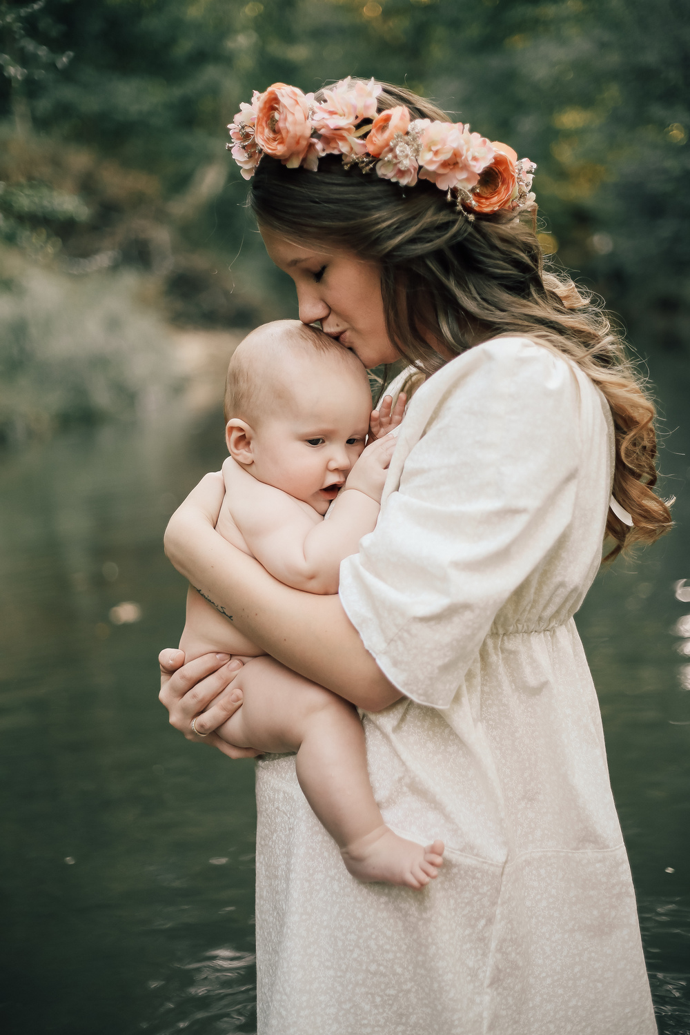 cassie-cook-photography-memphis-family-photographer-breastfeeding-creek