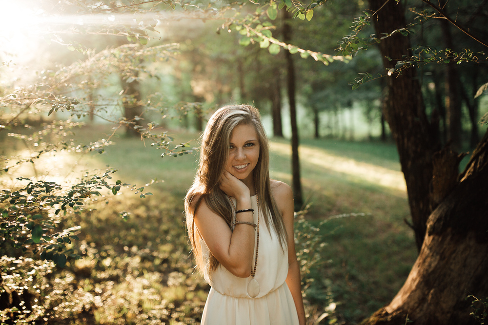 cassie-cook-photography-memphis-senior-portrait-photographer-outdoors-senior-pictures