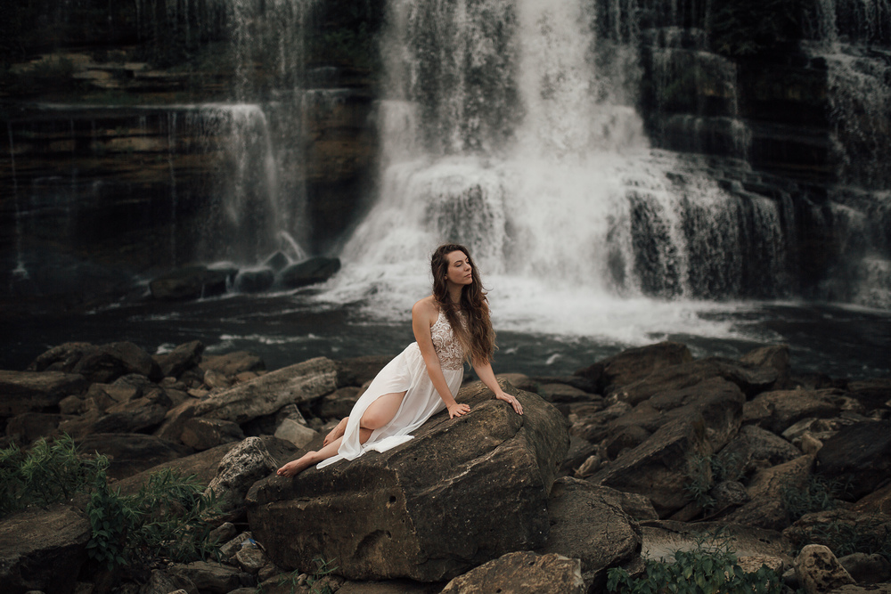 chattanooga tennessee wedding photographer a waterfall