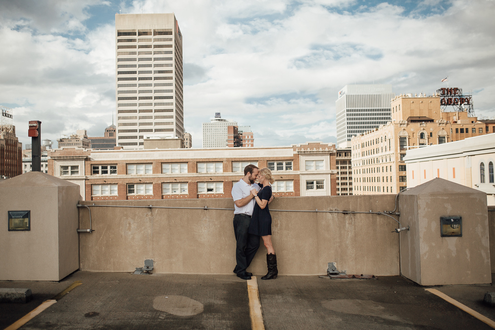 memphis-wedding-photographer-downtown-engagement-proposal-rooftop