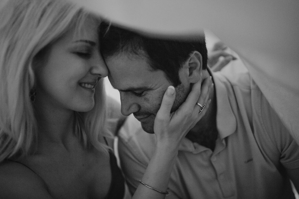 memphis-lifestyle-photographer-intimate-in-home-session-couple