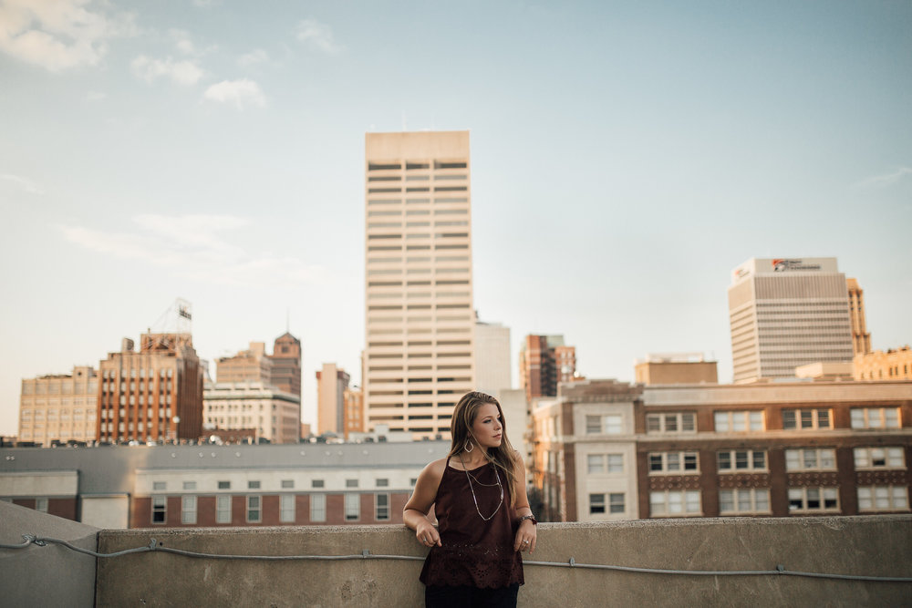 memphis-senior-photographer-senior-pictures-downtown-memphis-rooftop