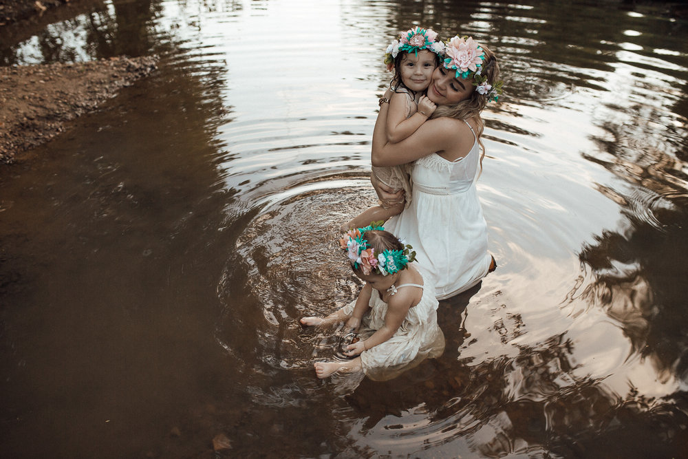 memphis-family-photographer-hernando-ms-mommy-daughter-creek-photoshoot