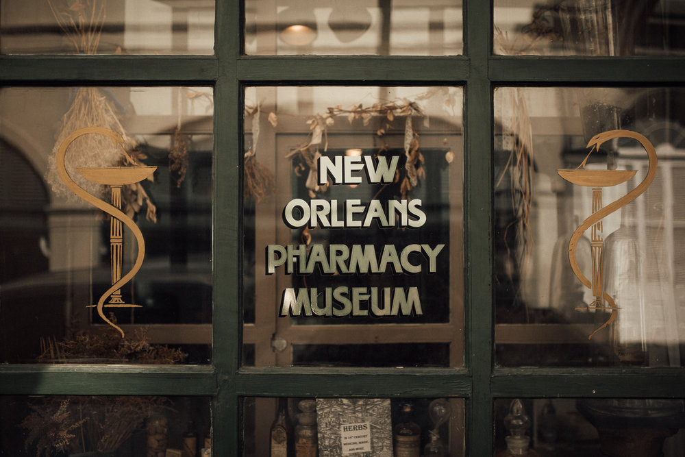 cassie-cook-photography-new-orleans-wedding-the-pharmacy-museum-wedding