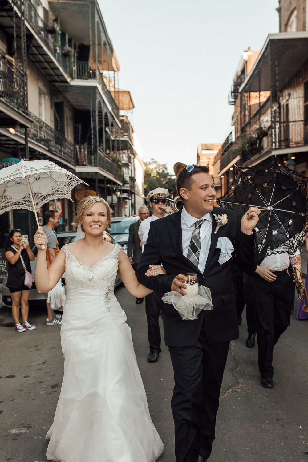 cassie-cook-photography-new-orleans-wedding-second-line-march