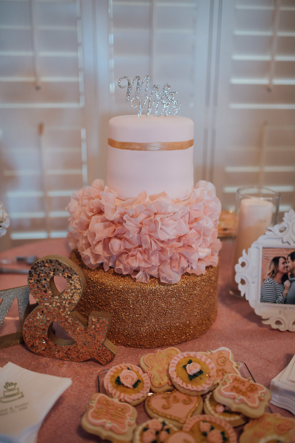 wedding-cake-fountain-south-inn-cassie-cook-photography-memphis-wedding-photographer
