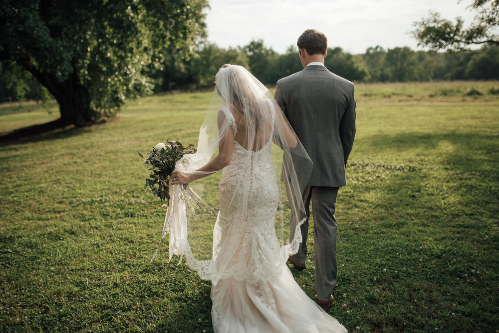 cassie-cook-photography-memphis-wedding-photographer-hedge-farm-wedding-venue-9.jpg