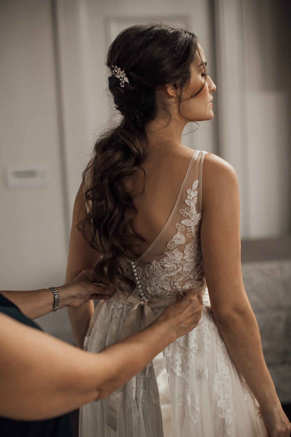 cassie-cook-photography-memphis-wedding-photographer-atrium-at-overton-square-BHLDN