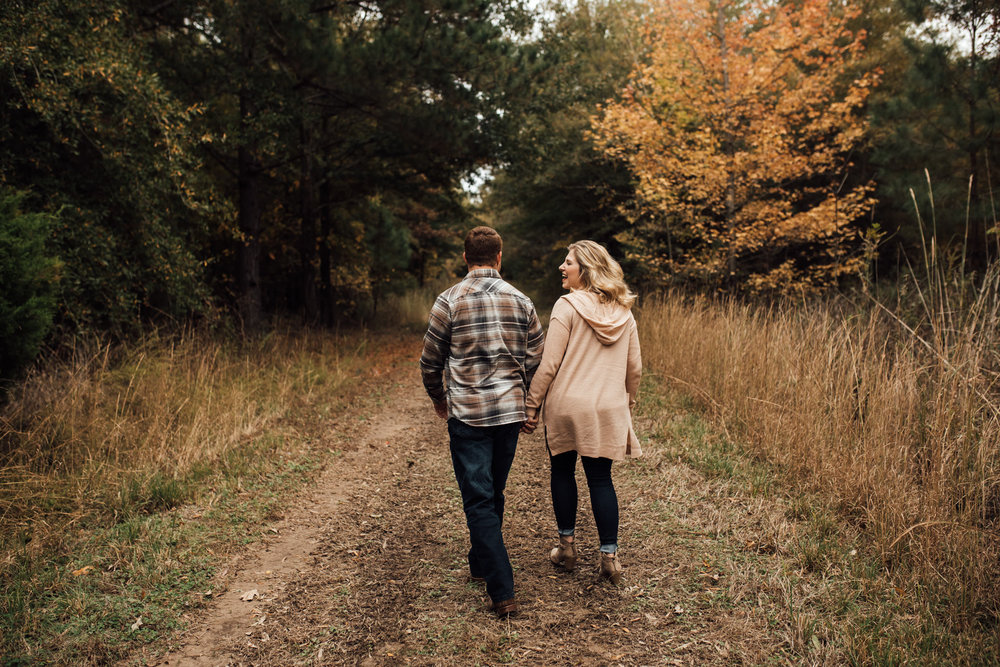 fall-engagement-photoshoot-cassie-cook-photography-memphis-wedding-photographer-1.jpg